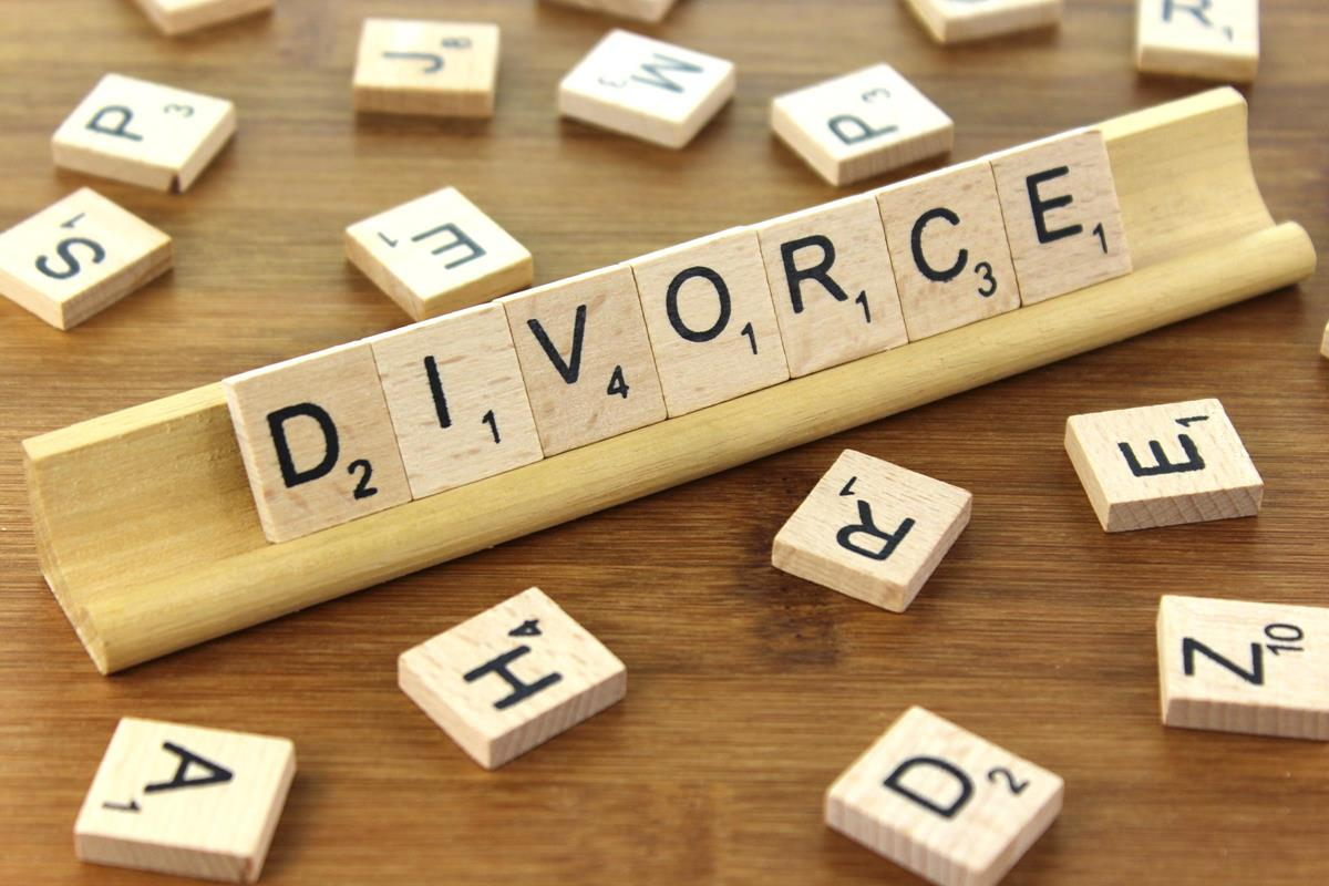 Image: divorce word tile